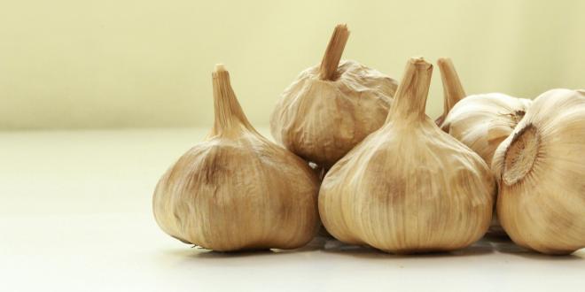 aged cloves of garlic